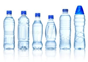 Dùng chai nhựa đựng nước cho vào tủ lạnh là đang tự rước ung thư cho cả nhà